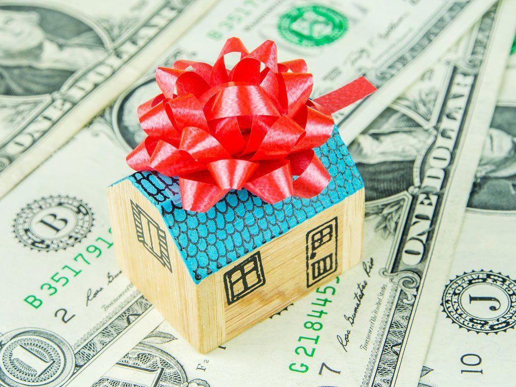 Налог на дарение: стоимость, сроки и особенности