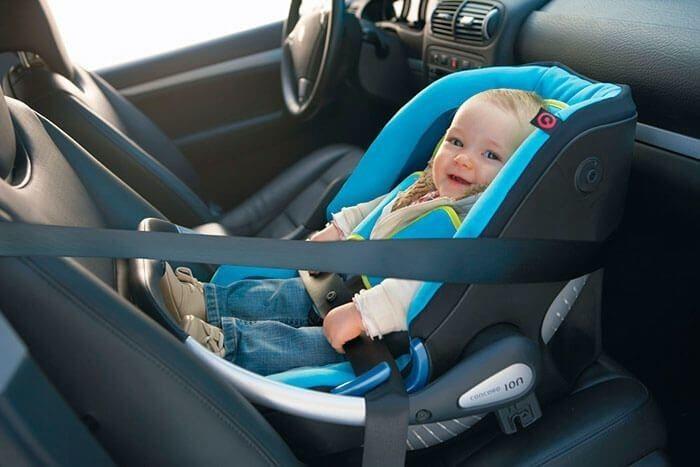 Со скольки лет ребенок может ездить на переднем сидении автомобиля