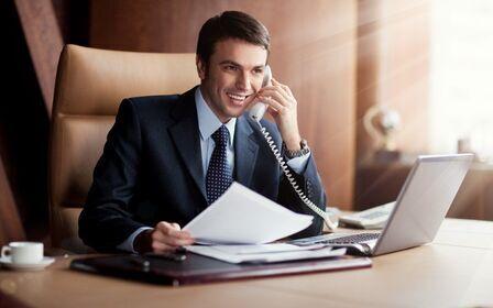 устроит классика парень за рабочим столом в костюме фото раз ездил творческие