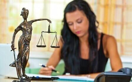 Что входит в обязанности помощника юриста? ─ <помощник юриста>