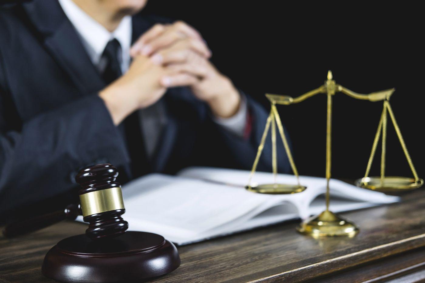 Обратную силу закона имеет уголовный закон который