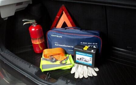 Жилет, аптечка, огнетушитель, знак АО – что нужно возить в автомобиле?