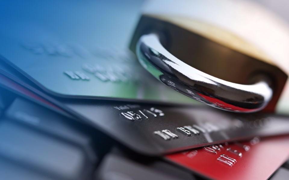 Как снять арест со счетов ваших карт в банке?