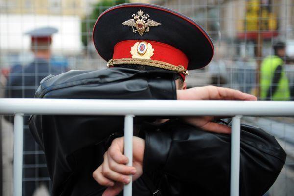Статья 319 УК РФ защищает честь представителей власти, подвергшихся оскорблению.
