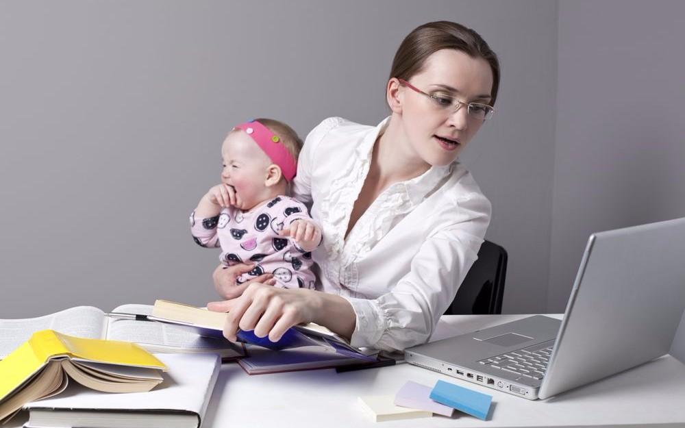 Трудовой Кодекс Российской Федерации предусматривает предоставление отпуска по уходу за ребенком женщине до трех лет