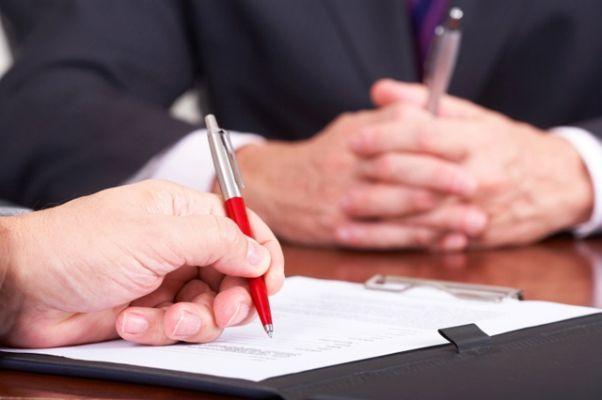 Статья 330 ГК РФ дает описание неустойки как гарантии качественного исполнения должником взятых на себя по договору обязательств.