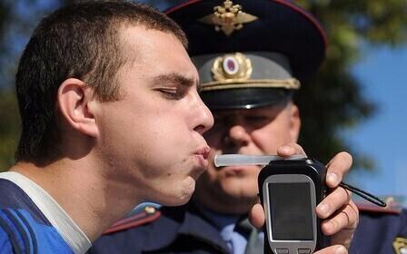 Воспользовался положением пьяного друга фото 12-575