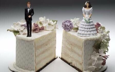 Раздел квартиры при разводе. В самых общих чертах его можно найти в Семейном Кодексе и Жилищном Кодексе РФ.