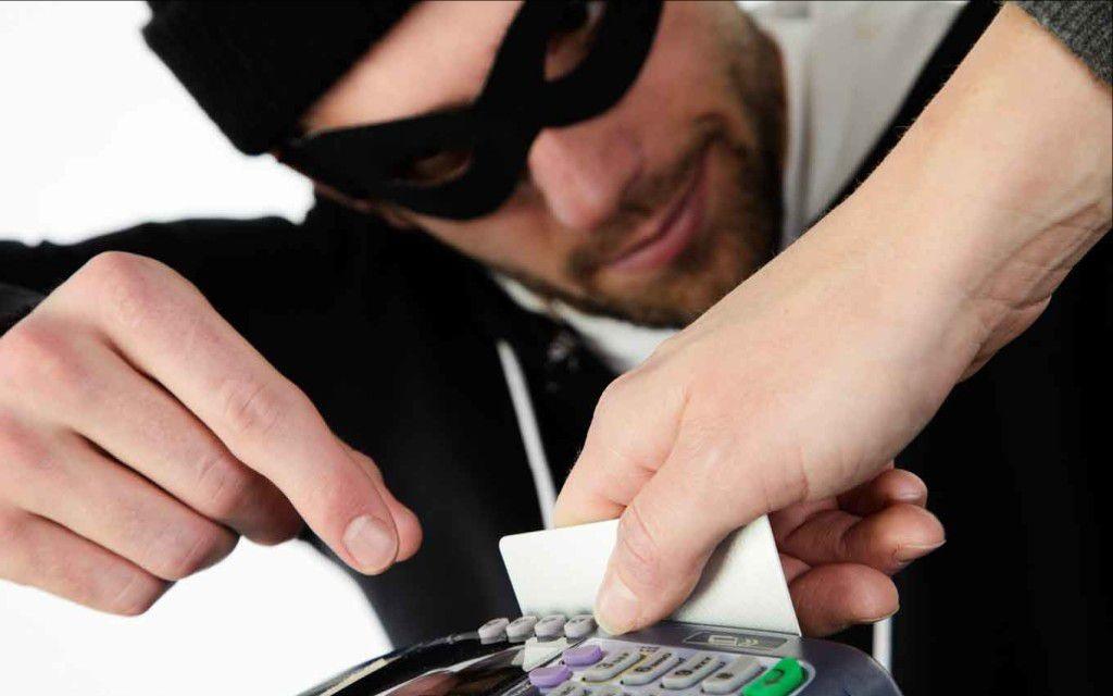 Хищение средств с кредитной банковской карты, что делать?