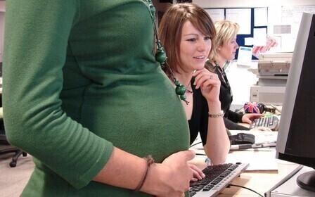 Какие выплаты положены беременным работающим женщинам и как их получить. Как юрист может получить положенные декретные выплаты беременной