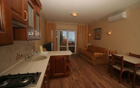 Можно ли кухню перенести в жилую комнату