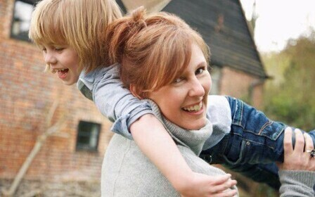 глядел Кто является матерью одиночкой в россии Прекрасно, улыбнулся