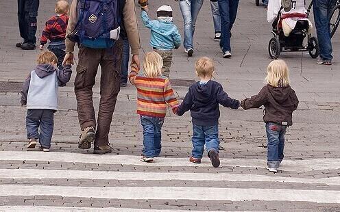 дети идут