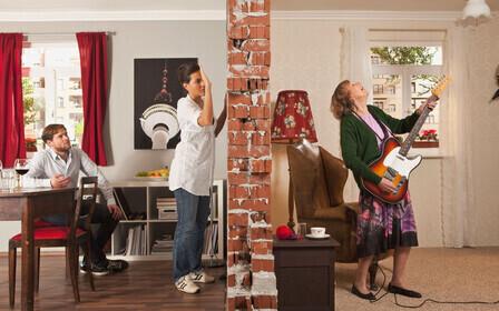 Куда обращаться, если соседи громко слушают музыку